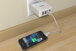 Quad-Port-Compact-USB-Wall-Charger-2