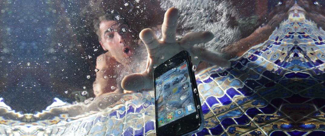 ข้อห้าม!!! สิงที่ไม่ควรทำเมื่อโทรศัพท์มือถือเปียกน้ำ