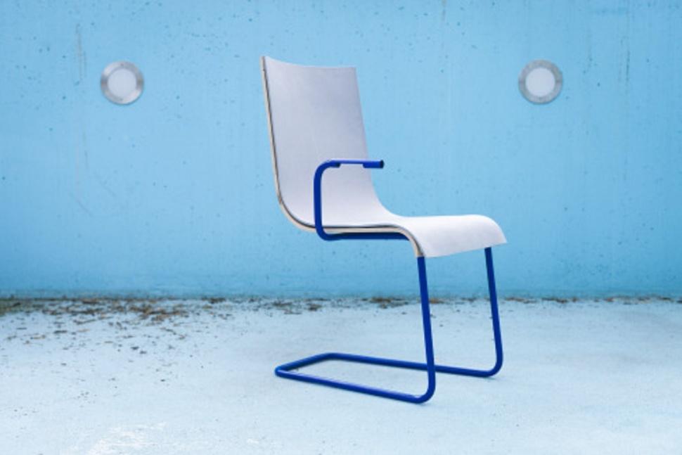 MOOV เก้าอี้ตัวแรกของโลกที่สามรถเป็นที่ชาร์จแบตมือถือได้!!