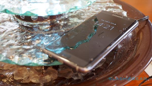 คำเตือน!! อย่าชาร์จแบต  Galaxy S7 ขณะเครื่องเปียกน้ำ
